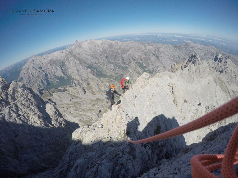 Escalada con guía de montaña Asturias