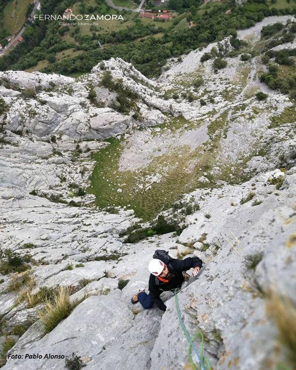 Escalando el pilar de la hermida. Cantabria
