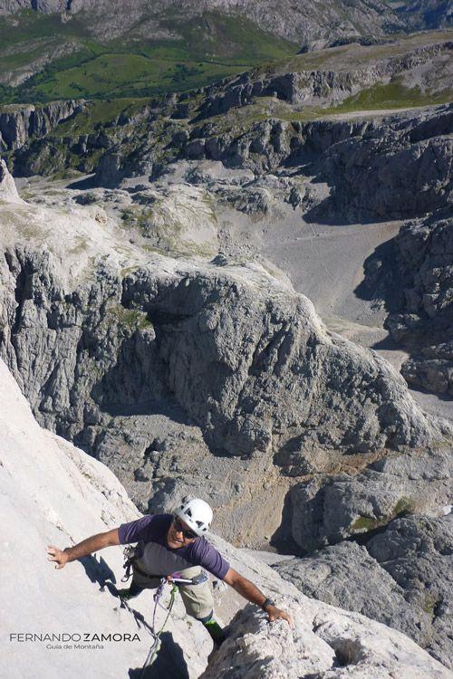 Croquis de escalada vía Cepeda naranjo de bulnes