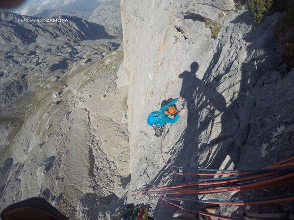 Tercer largo de escalada de sagitario en el picu urriellu