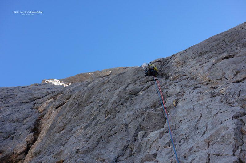 Quinto largo de escalada de la vía cuelebre en el picu urriellu