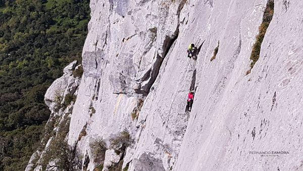 Vía de escalada Turrón en el Agero