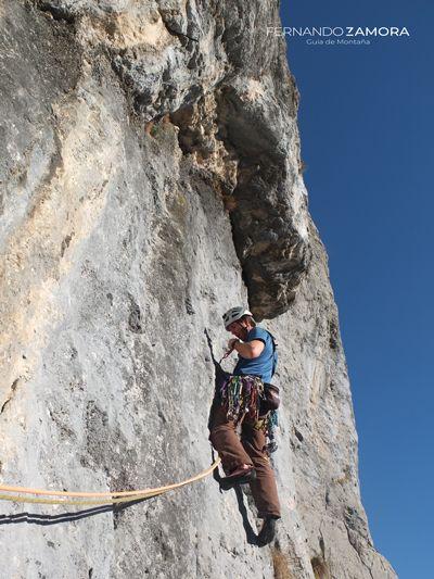 Cuarto largo de escalada del pilar sur del Clónico
