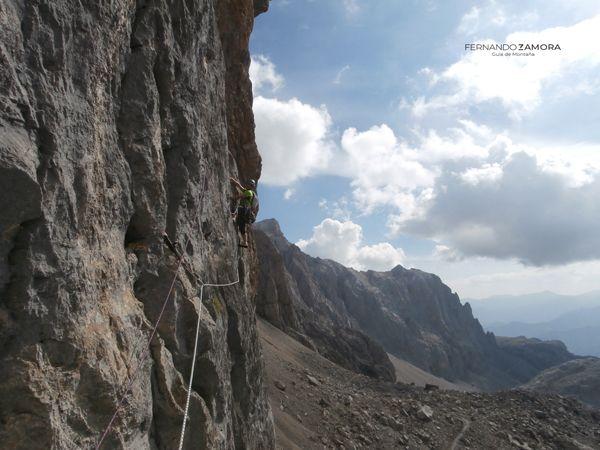Travesía de escalada de Carlina en horcados rojos