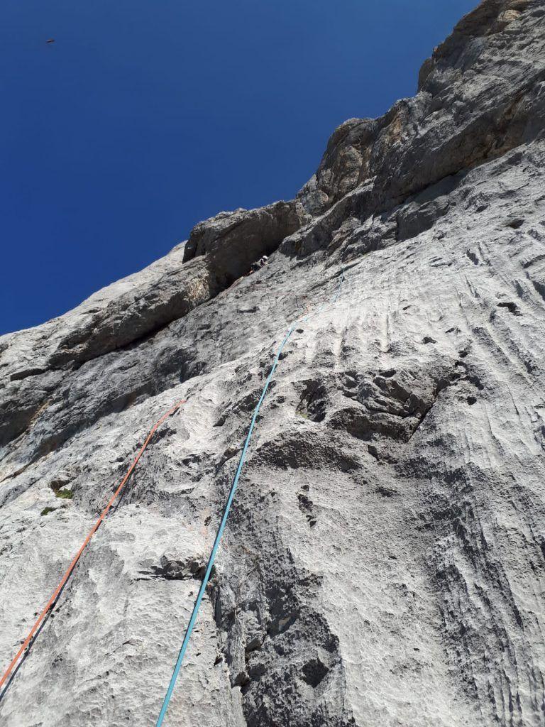 croquis de escalada de la vía Reino de León en Peña Santa