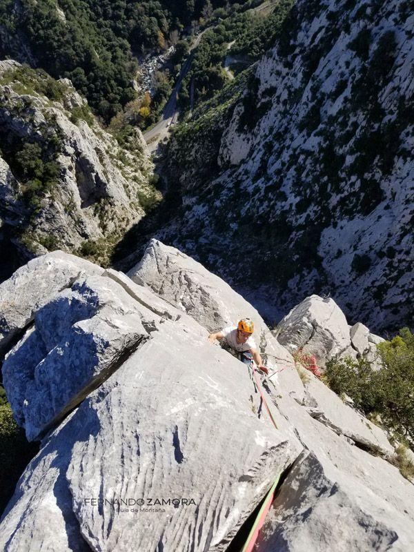 vía de escalada dependencia Bendita en la torre de Celis del Agero