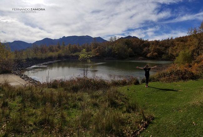 En el lago de dobarganes camino del pico Jano
